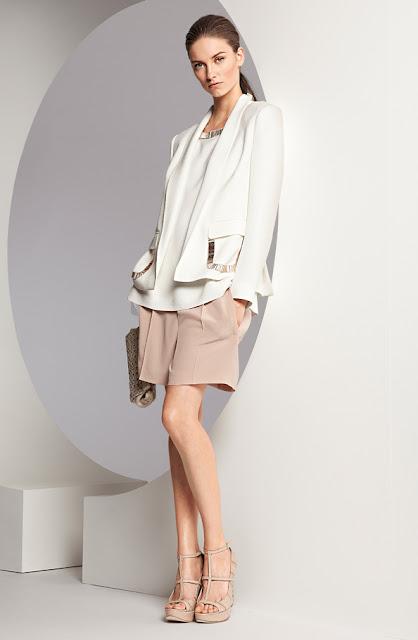 escada bol kesim beyaz ceket, beyaz bluz, krem şort