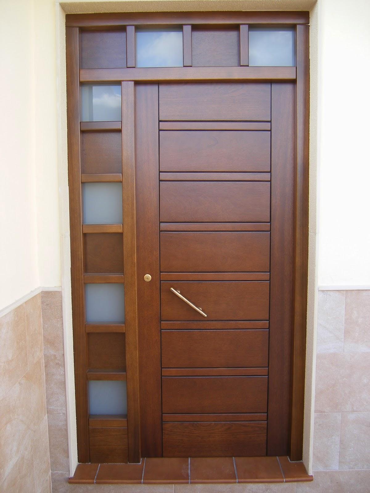 Puerta de entrada exteriores en madera de iroko carpymon for Puertas de entrada de madera precios