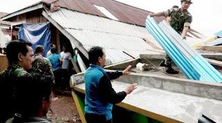 Senin dini hari gempa berkekuatan 6,1 skala richter yang mengguncang Tarakan Kalimantan Utara, akibat gempa bumi