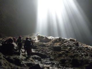 Menjelajah Gua Vertikal Di Gua Jomblang, gunung kidul, gua vertikal, wisata jogja, wisata alam,