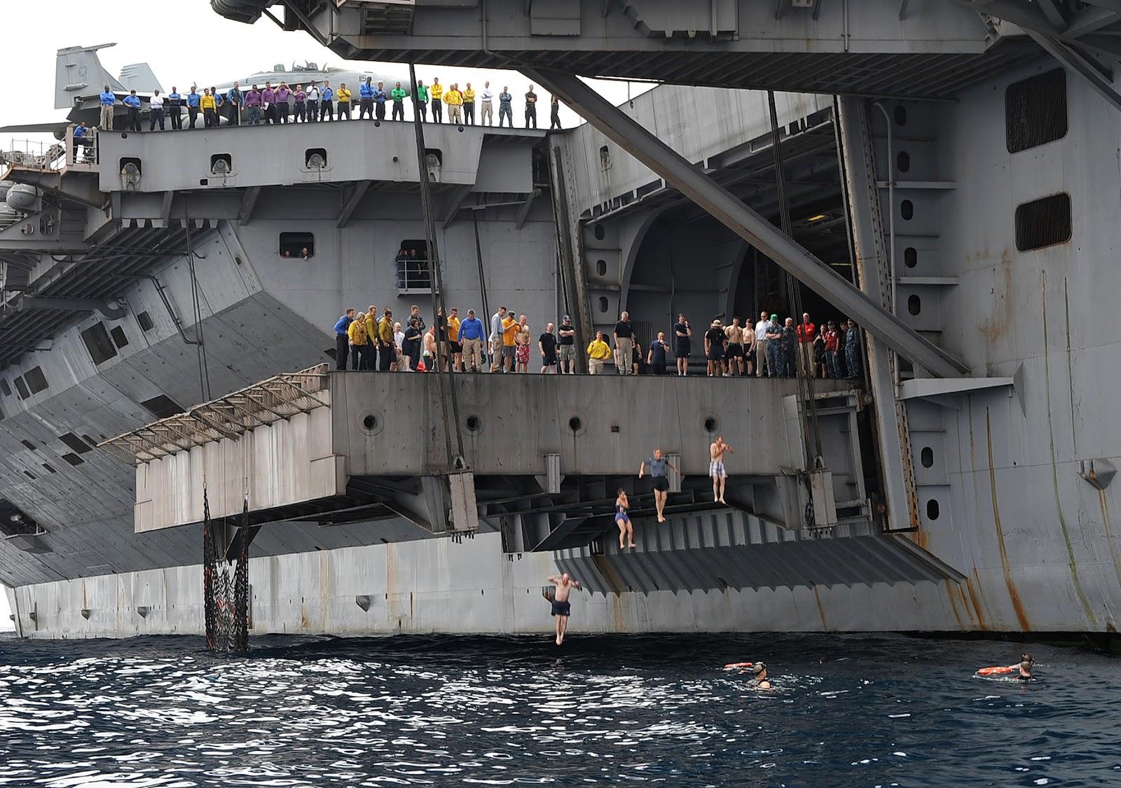 Paul Davis On Crime Cool Navy Photo Carrier All Hands