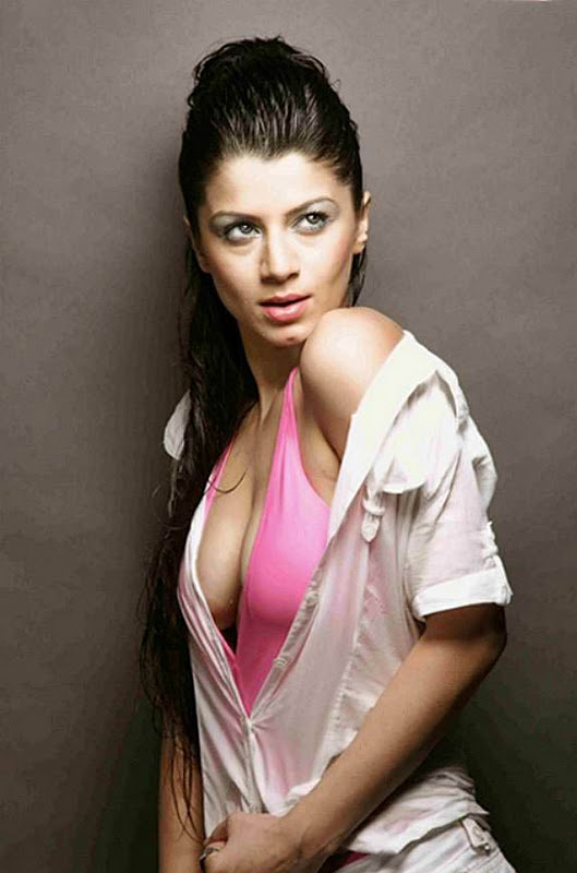 out one of the hottest cleavage baring bold photo-shoot by Indian