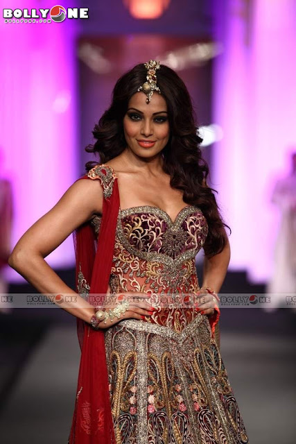 Bipasha Basu Aamby Valley India Bridal Fasion Week