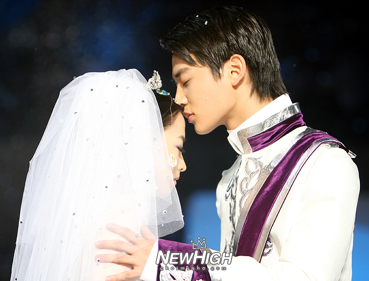 choi minho and sulli wedding -#main