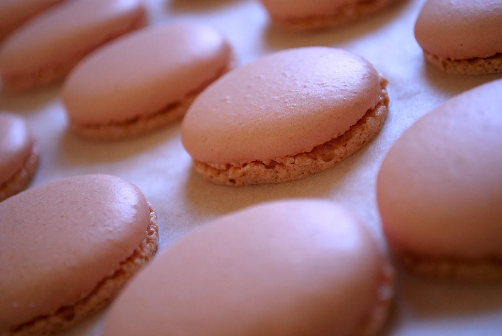 Invitation au fait maison: Macarons roses au chocolat