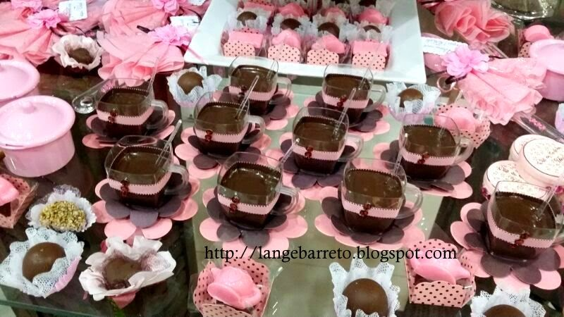 Mesa doces e chocolates