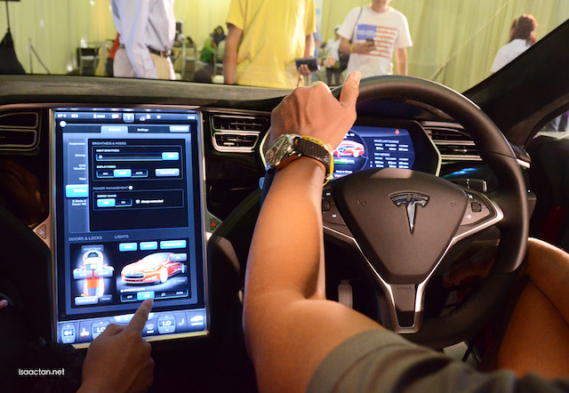 A huge 17 inch touchscreen display inside the Tesla Model S