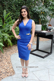Sunny Leone hot in blue tight dress
