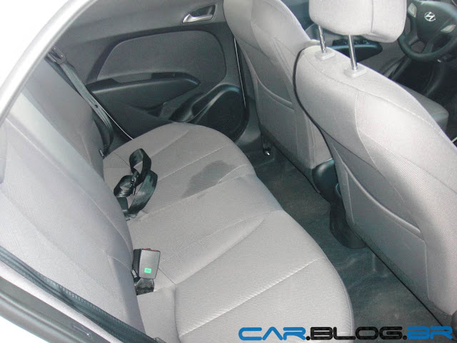 Hyundai HB 20 Premium 1.6 Automático - espaço banco traseiro
