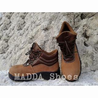 Sepatu Safety Boot Coklat