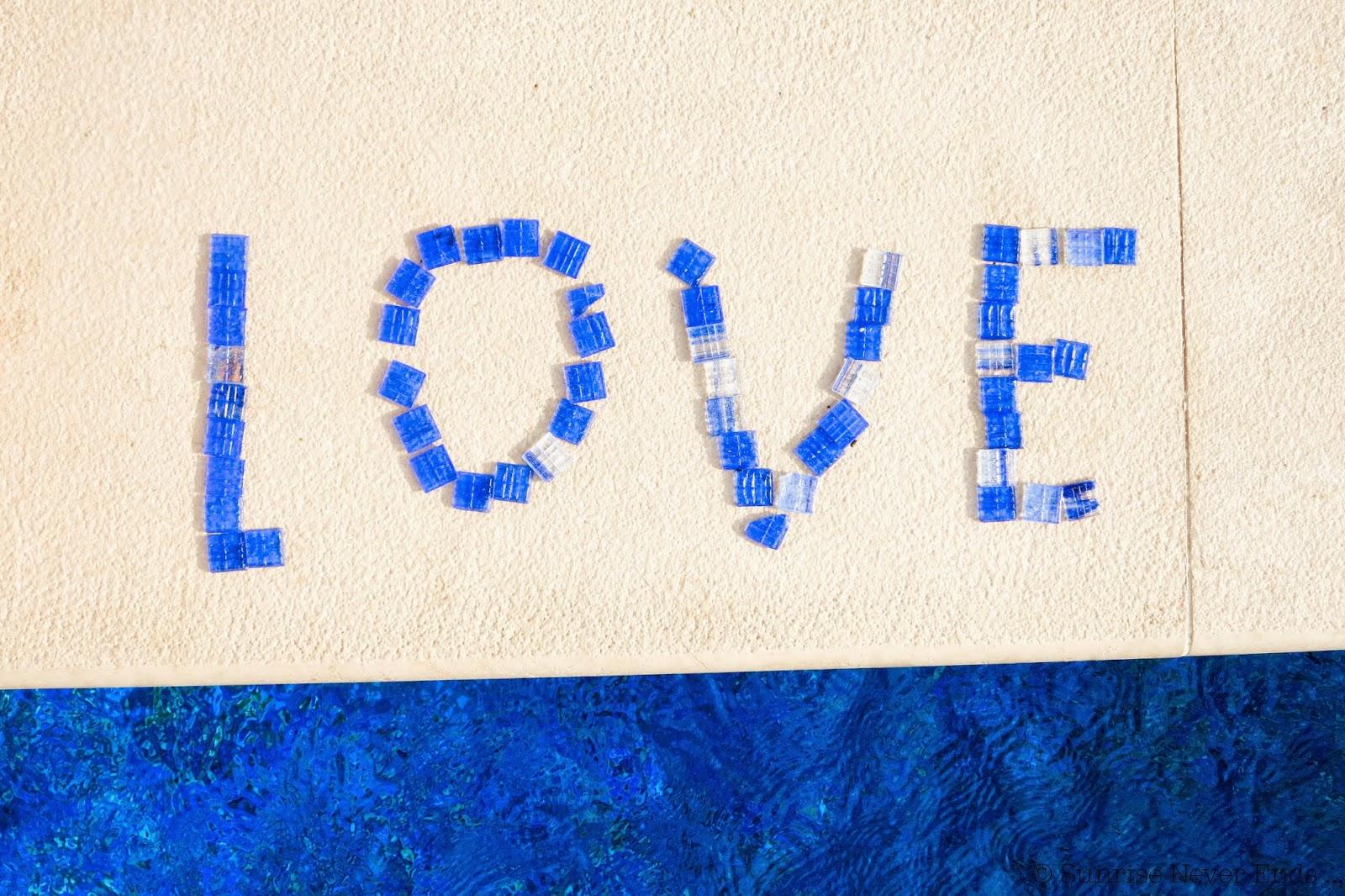 bleu,bleu klein,piscine,carreaux,fondation maeght,la voile d'or,saint jean cap ferrat,saint paul de vence