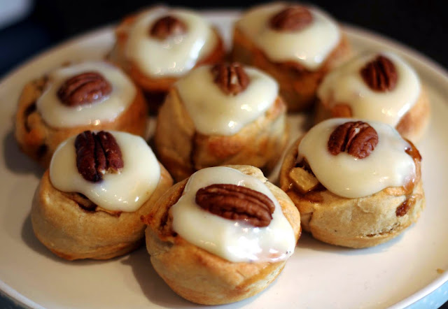 cinnamon rolls pecan apple baking