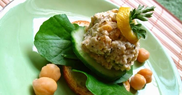 THE WORST DINNER GUEST: Easy Peasy Lemon Garlic Hummus