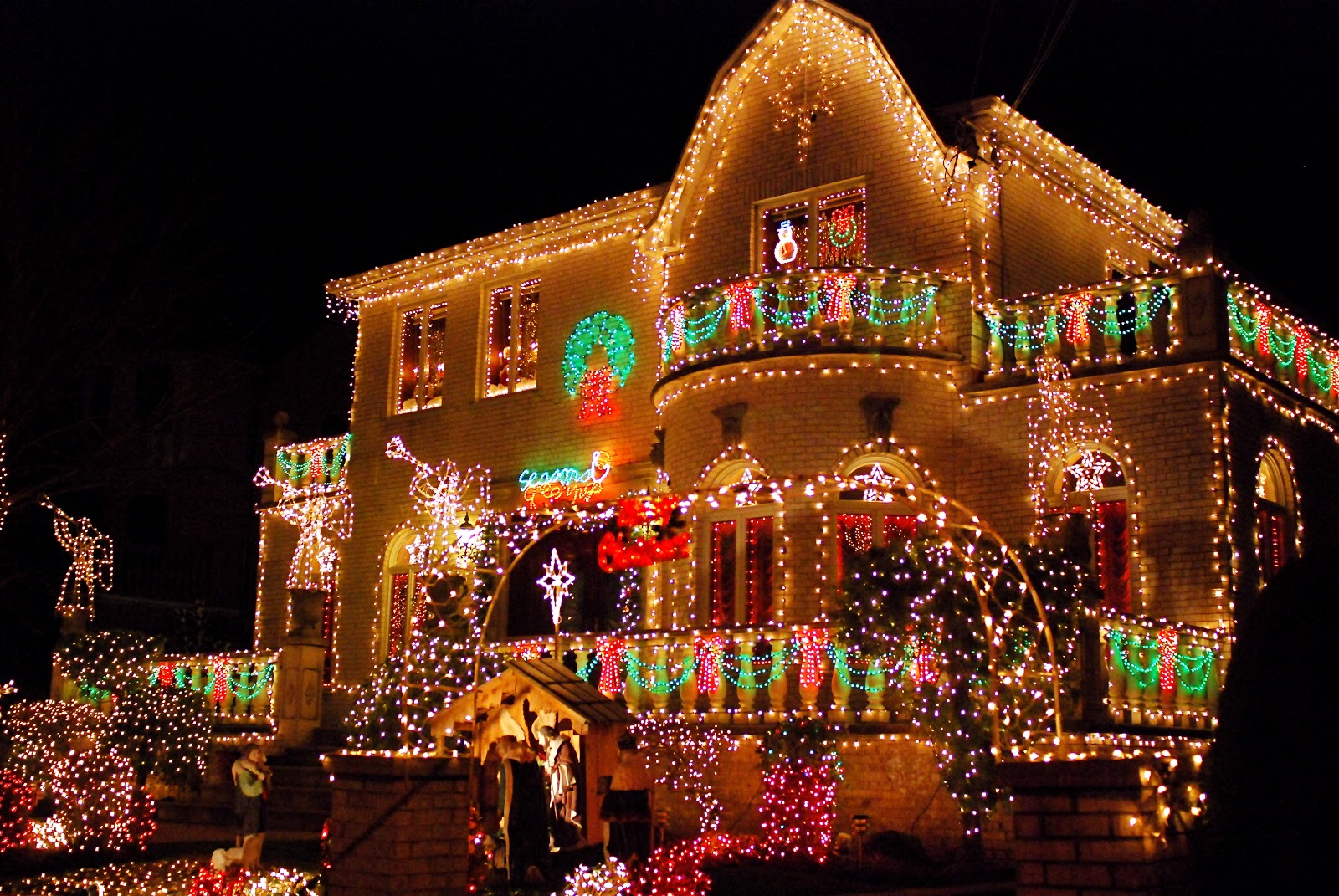brooklyns dyker heights home christmas light displays
