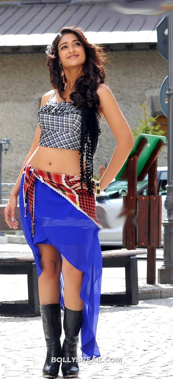 , Ileana Navel Pics From Devudu Chesina Manushulu