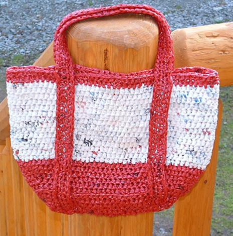 Crochet Pattern For Bags Plastic : Miss Julias Patterns: Free Patterns with Plarn - Recycled ...