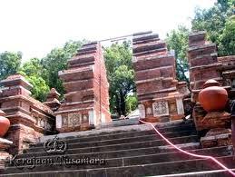 ashim blog, tempat angker, tempat menakutkan, 5 tempat angker, tempat mistis di jawa, pemakaman imogiri