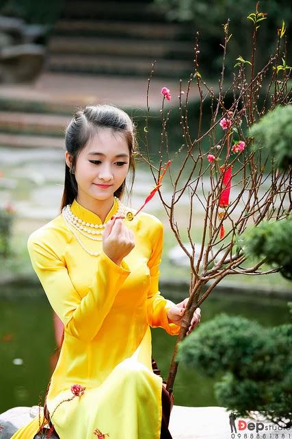 Cô gái xuân thì Diệp Mạc Thiên Phương cùng áo dài đón tết