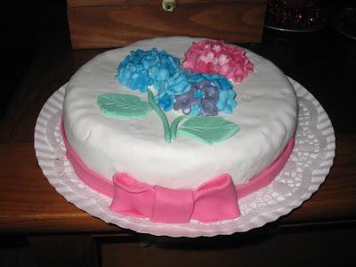 bolo com hortenses