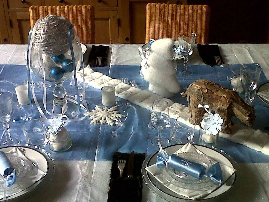 Rue boucher de perthes no l givr d co de no l bleu - Deco table noel bleu et blanc ...
