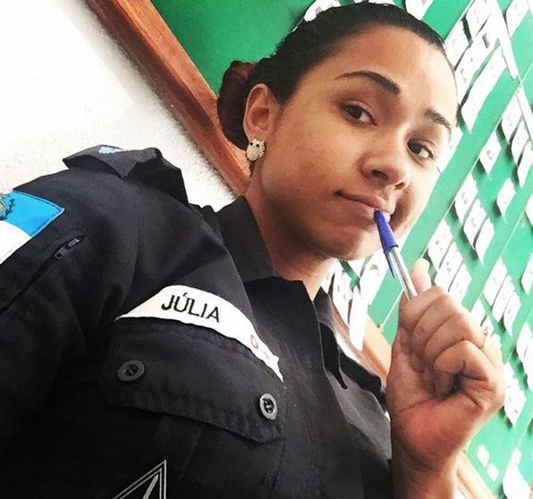 brazilian cop julia