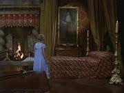 . de sangre, el conde se acerca a Anna y procede a saciar su hambre más .