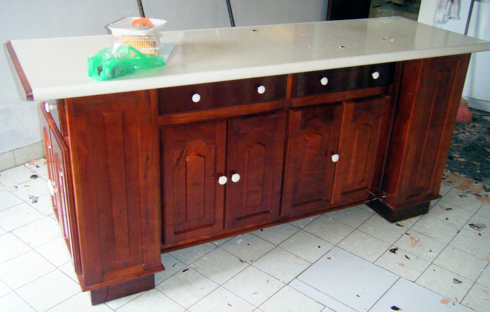 Puntos basicos carpinteria barra para desayunador con for Barra cocina madera