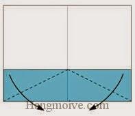 Bước 3: Gấp chéo hai góc của lớp giấy trên cùng xuống phía dưới.