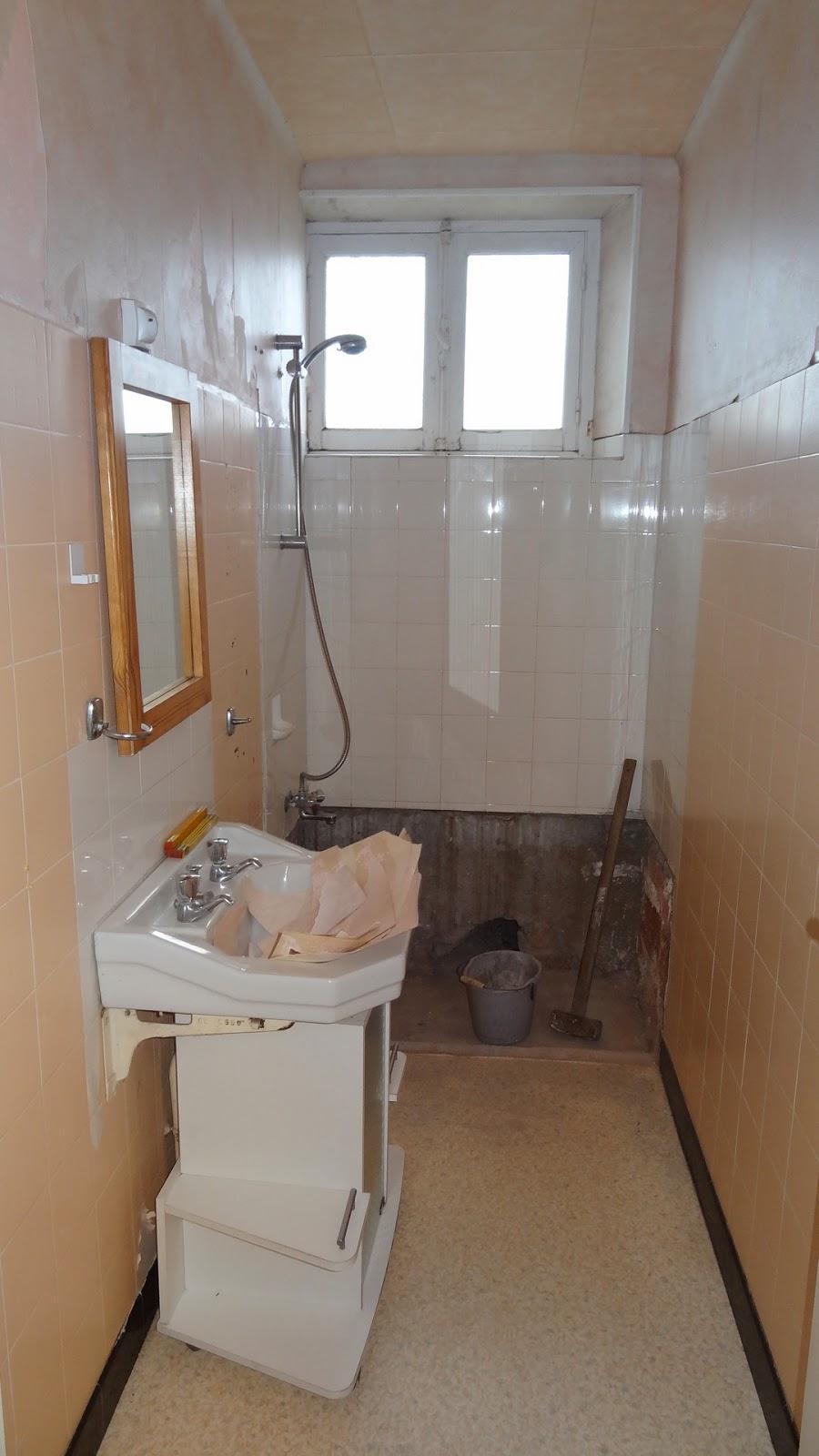 salle de bains dans un espace reduit