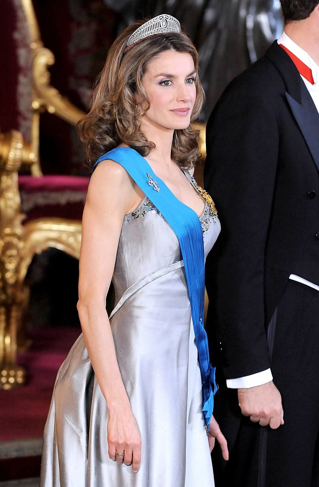 Happy Birthday Queen Letizia As The Queen Of Spain Turns 42 Newmyroyals Amp Hollywood Fashion