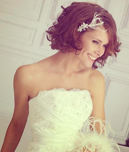 wedding hairstyle; wedding hairstyle for short hair; wedding hairstyle for medium hair; wedding hairstyle for round face; wedding hairstyle idea; inspiring wedding hairstyle; wedding hairstyle ideas short hair; wedding concept ideas; wedding hairstyle with crown
