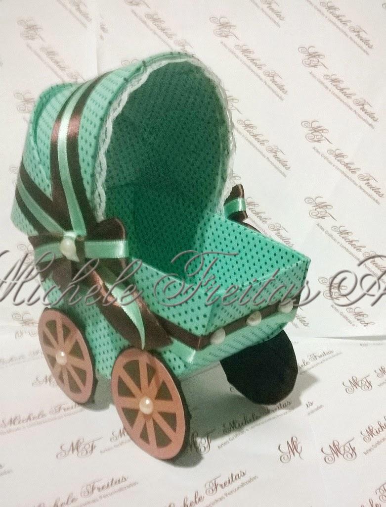 Carrinho de bebê em cartonagem