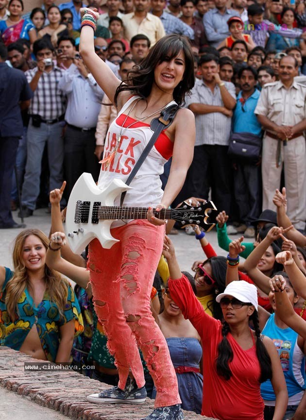 Katrina Kaif1 - Katrina Kaif All Stills from Mere Brother Ki Dulhan