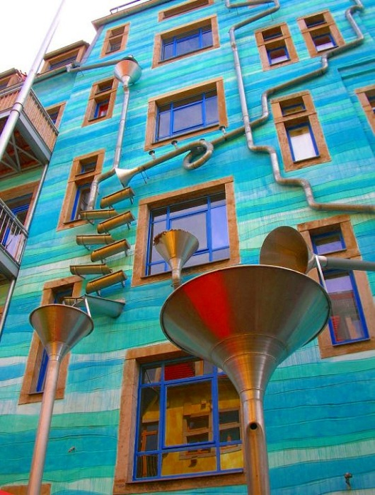 street art. Edificio musical 2