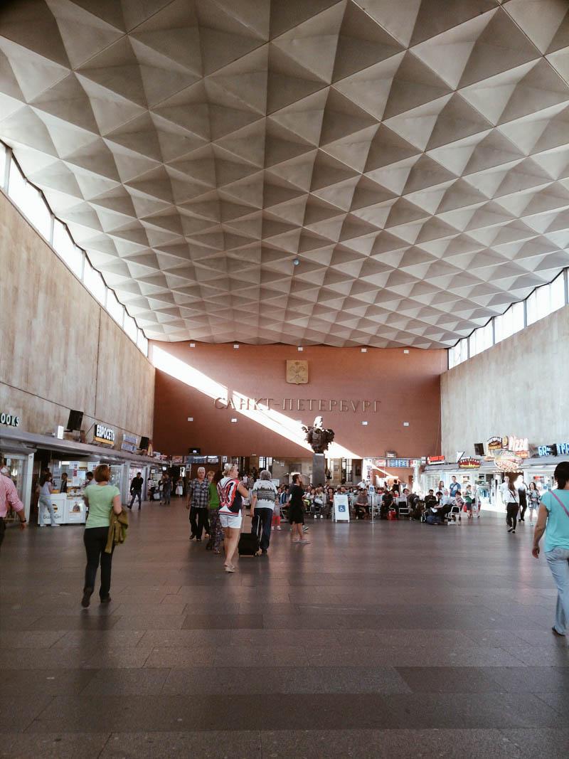 railway station Питер СПб московский вокзал памятник Петру