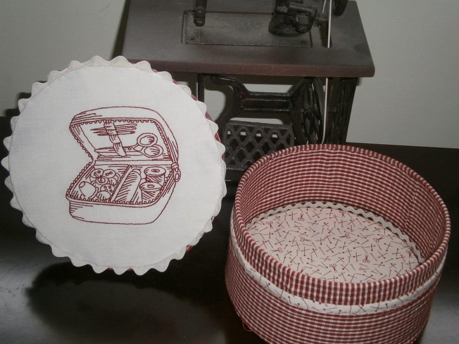 Caja Reciclada en costurero.