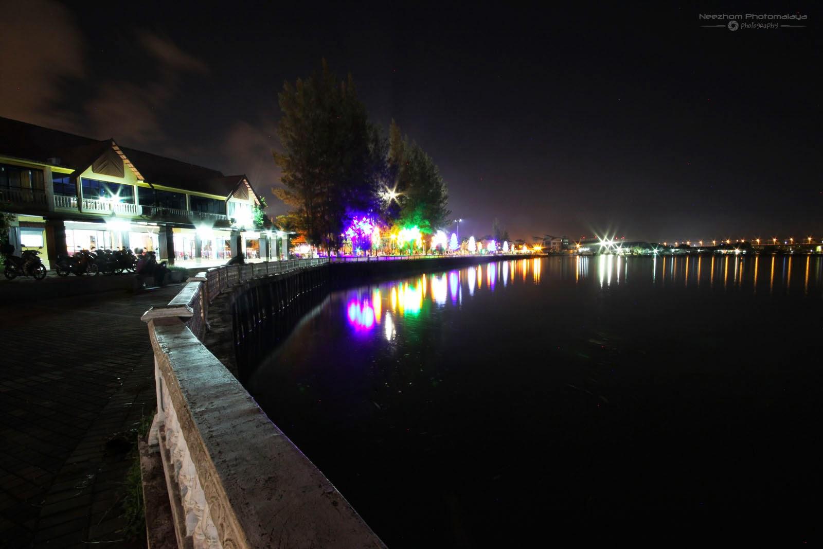 waterfront Pulau Kambing waktu malam