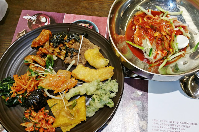 Bibim Naengmyeon (비빔 냉면 = Korean spicy cold noodles)  | www.meheartseoul.blogspot.sg