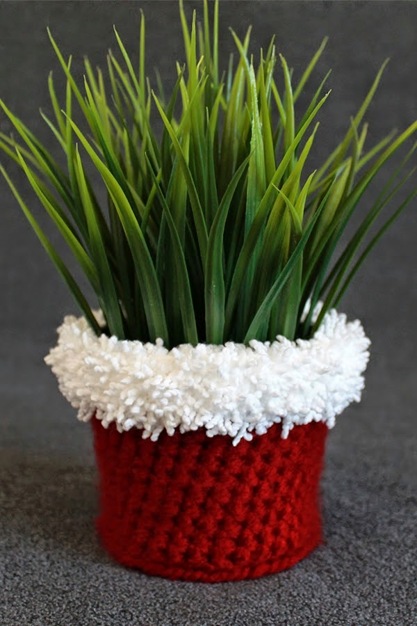 http://theinspiredwren.blogspot.com/2014/11/holiday-crochet-planter-pattern.html