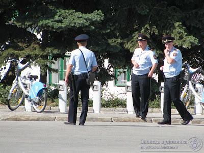 Сотрудники полиции на посту