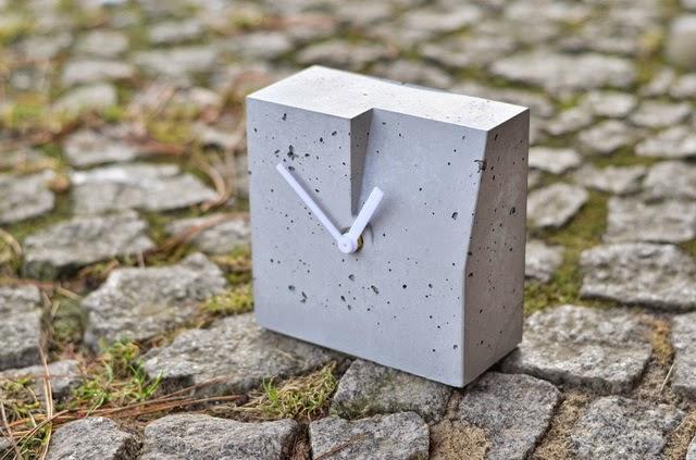 Zegar betonowy Niczego Sobie: dobry projekt, nowoczesny dizajn, produkt polski; projekt, wykonanie i foto: Andrzej Klisz