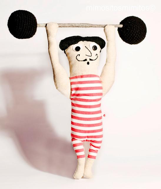 muñeco hecho a mano de circo forzudo handmade craft stuffed circus carnival