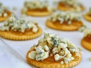 http://www.krisztinawilliams.com/2013/12/holiday-appetizer-blue-cheese-fig-jam.html