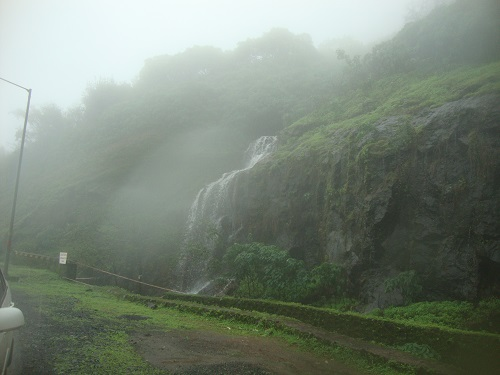 rainy season places in pune mumbai
