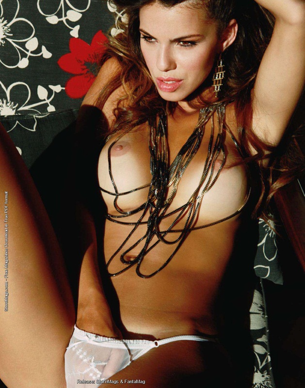 Bezerra Lola Muito Gostosa Foi Capa Da Playboy Em Abril