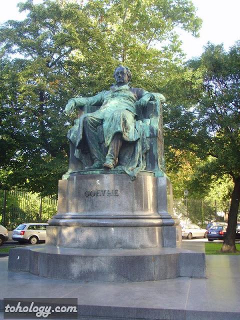 памятник Гёте в Вене