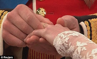 Prince William struggles to put ring on Kates Finger