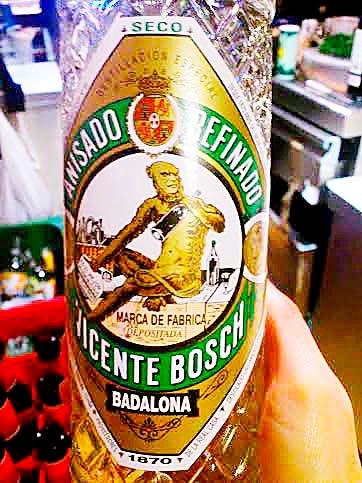 Un mono pintado en una botella  es el único recuerdo que queda  en Europa de estos animales.  Los pocos monos que hay en  Gibraltar, no son nativos,  fueron llevados a España por  los musulmanes antes de la conquista de América.