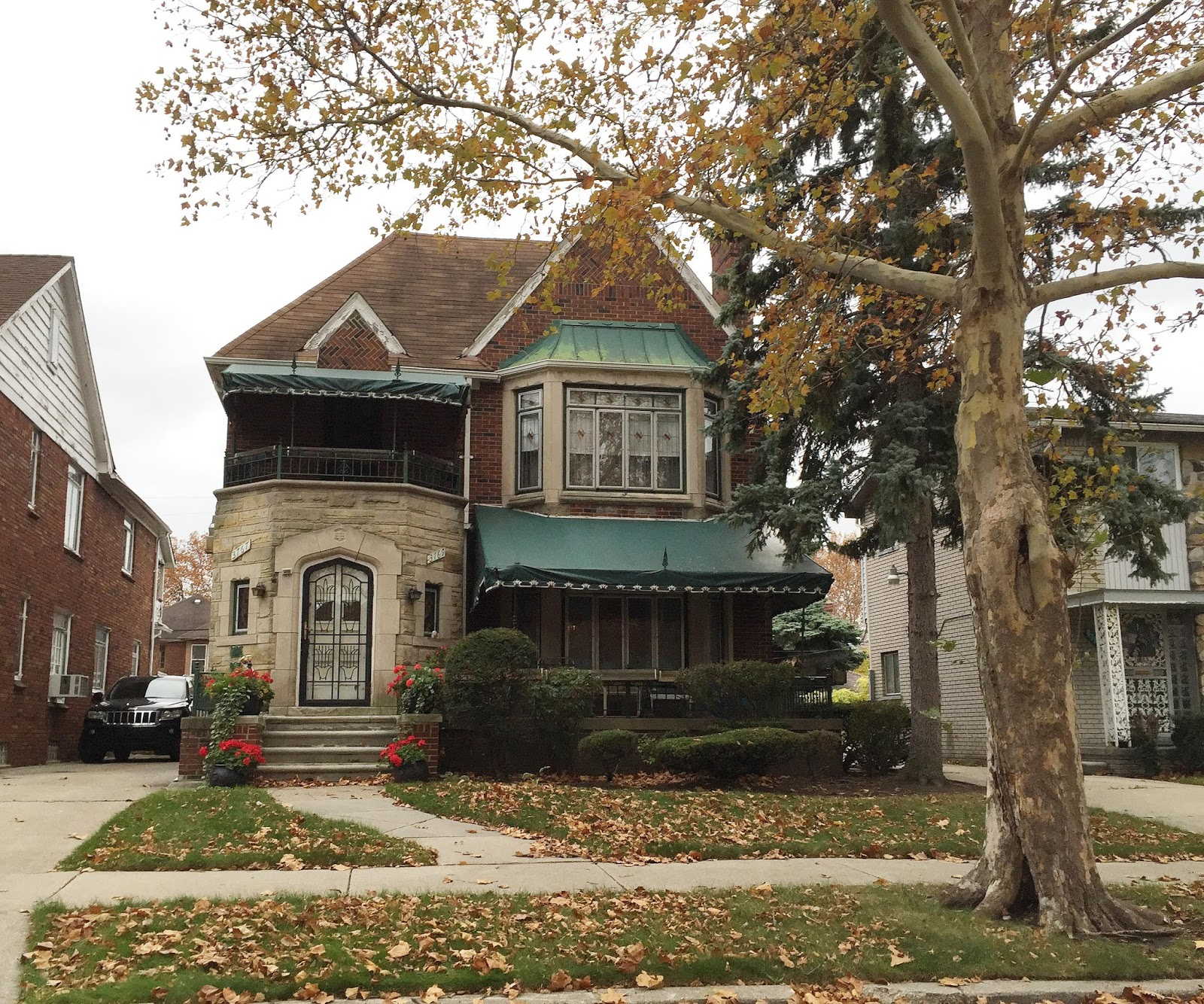 Entertaining views from cincinnati 48 hours in detroit for Ballard house