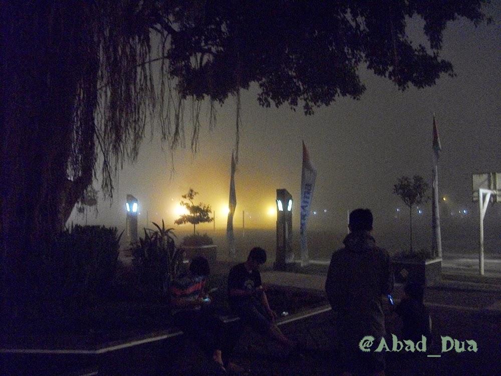 Kabut di alun-alun Wonosobo